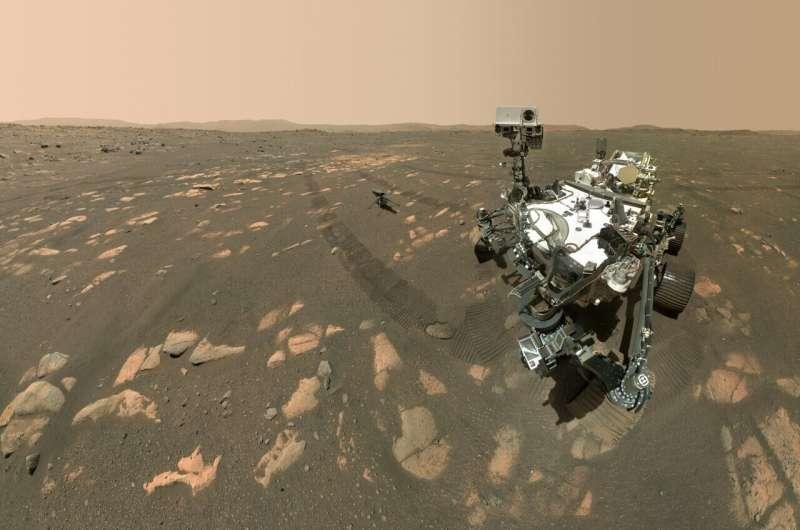 rover Perseverance selfie em Marte
